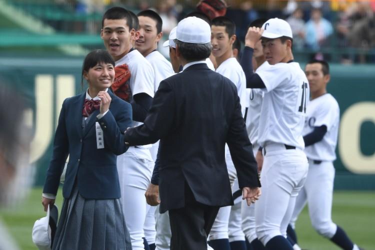 「勝利の女神」となった志水美紅さんと東邦ナイン