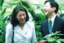 雅子さまの御髪に蝶がとまり、皇太子さまも満面の笑みがこぼれた(1998年8月、石川県ふれあい昆虫館で/本誌撮影)
