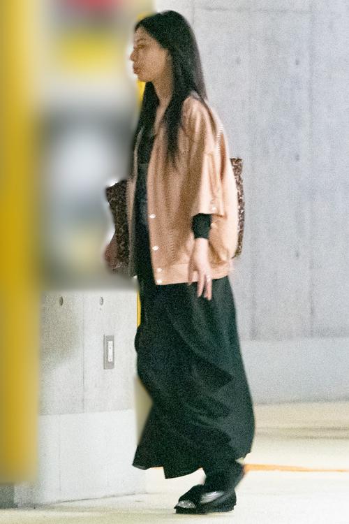 孝太郎との仲むつまじい様子が目撃されていた芦名(昨年5月)