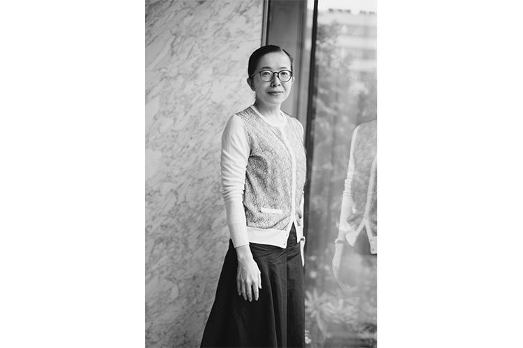 【著者に訊け】酒井順子氏 家族形態を問う『家族終了』|NEWS ...