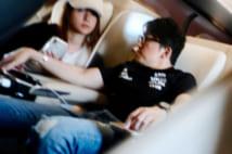 【写真10枚】深田恭子と恋人会長、帰京の新幹線車内で超密着