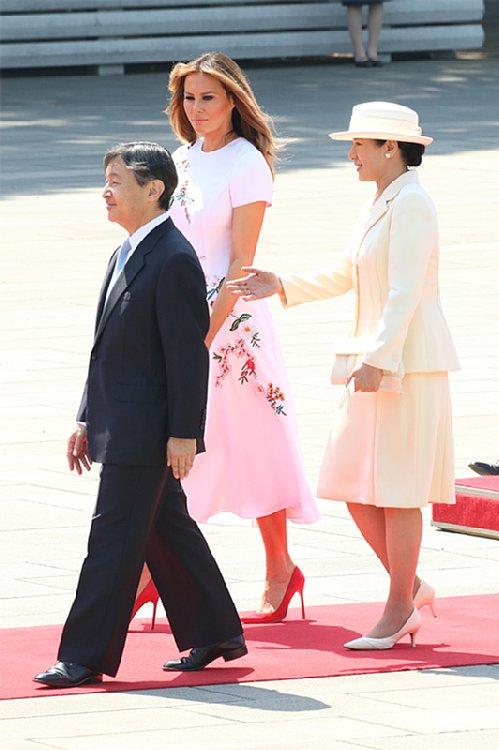 トランプ大統領の来日歓迎行事での天皇皇后両陛下とメラニア夫人(撮影/横田紋子)