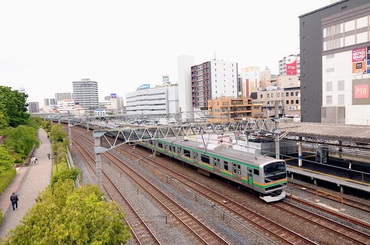 川口駅を通過するだけの中距離電車(湘南新宿ライン)