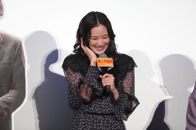 結婚2日前、映画『長いお別れ』の会見に出席した蒼井優