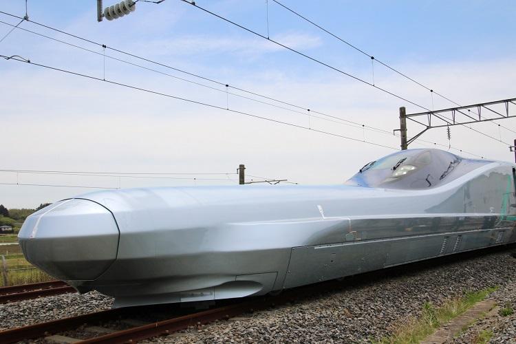 JR東日本の新型新幹線「ALFA-X」の10号車(時事通信フォト)