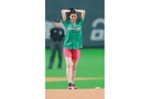 始球式が予想を超えた進化、美女登場で投球自体が注目される