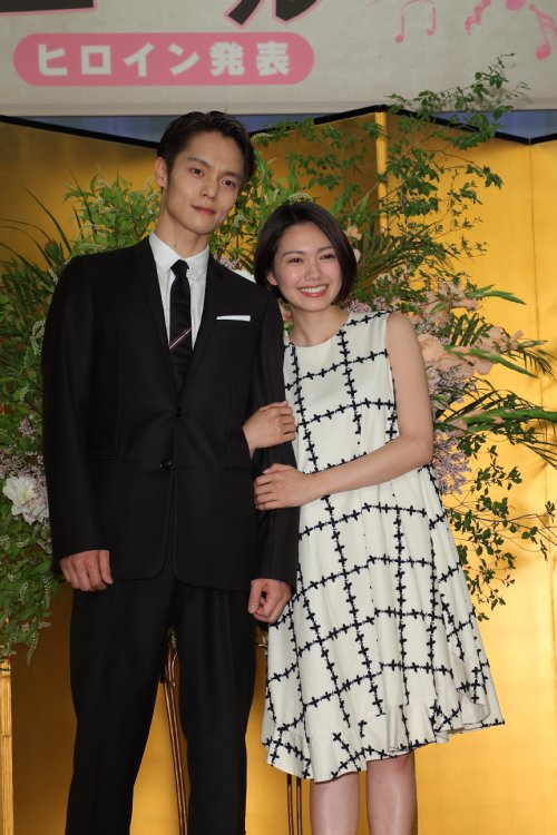 NHK連続テレビ小説『エール』に出演する窪田正孝と二階堂ふみ