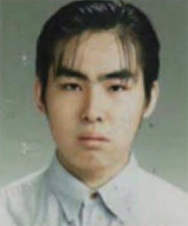 英一郎さんがツイッターにあげた19才当時の写真