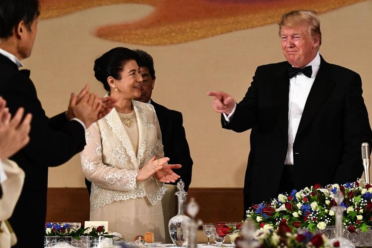 トランプ米大統領と和やかに会話される場面も見られた(時事通信フォト)