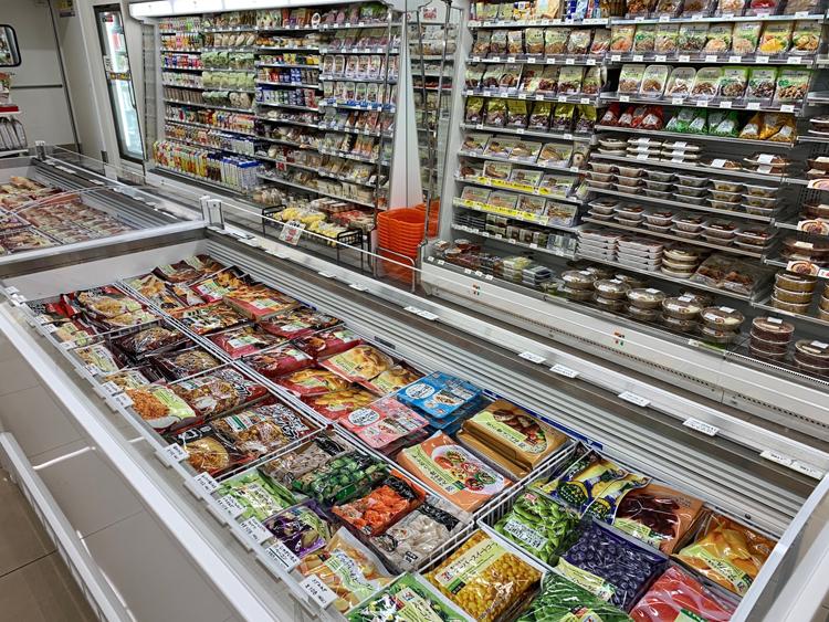 冷凍食品コーナーも存在感を増している