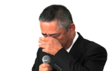芸人に対するパワハラ発言を涙ながらに謝罪した吉本興業の岡本昭彦社長(時事通信フォト)