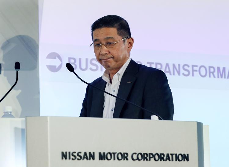 記録的な減益決算を発表する西川廣人社長(EPA=時事通信フォト)