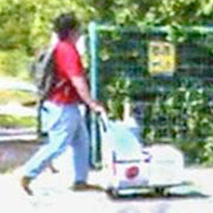 事件前日に台車に携行缶を載せ、京アニ方面へ歩く青葉と思しき男