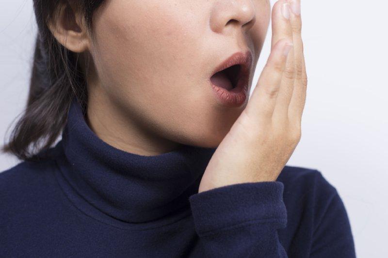女性ホルモンが口臭を悪化させる?(写真/アフロ)