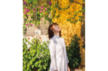 冨手麻妙が10周年記念写真集「恥じらいなんて感じません」