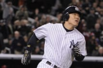 epa01921766 New York Yankees batter Hideki Matsui of Japan heads towards first base after he hit a two-run home run in the bottom of the second inning of game six of the World Series at Yankee Stadium in the the Bronx, New York, USA 04 November 2009. The Yankees have a 3-2 lead in the best-of-seven series.  EPA/JUSTIN LANE