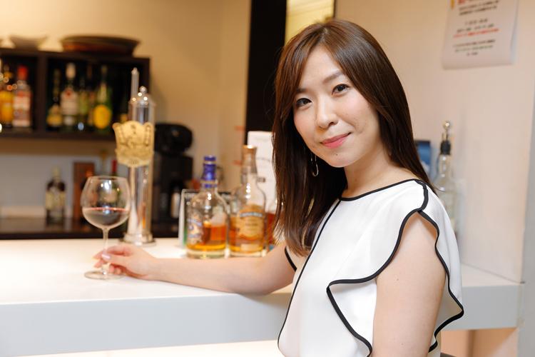 ワイン好きの長井さんはサロンで飲むことも多いという