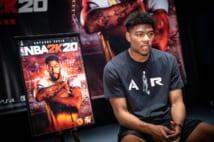 『NBA2K20』の発表イベント後、インタビューに応じる八村塁