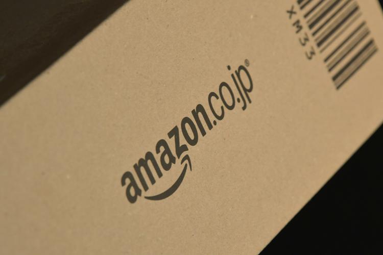 インターネット通販大手のアマゾンの商品が梱包された段ボール箱
