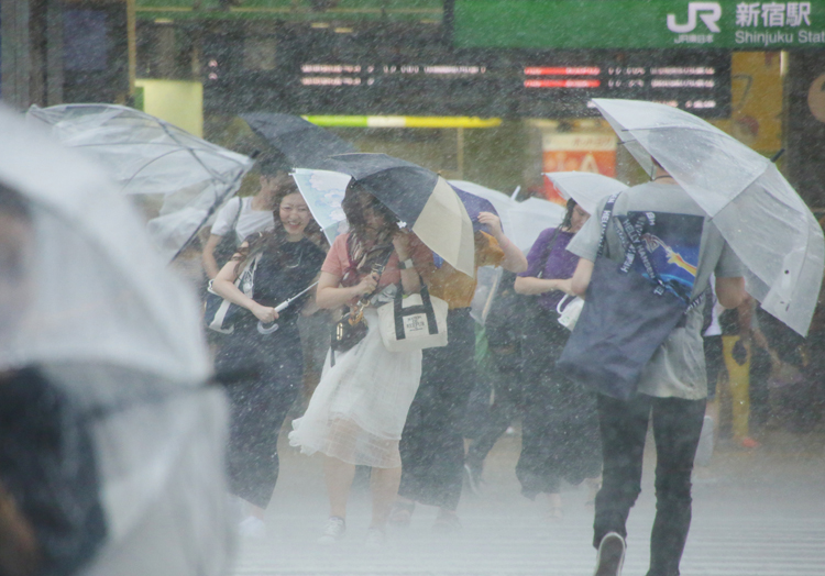 五輪開催時期は台風シーズン(時事通信フォト)