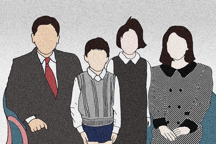 写真館で家族写真を撮った子供時代、大人はみんな「ちゃんとしている」と思っていた(イラスト/ヨシムラヒロム)