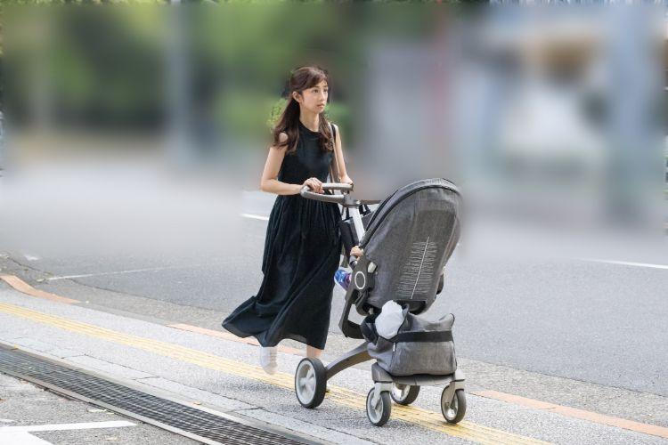 装いはセレブオーラたっぷりな小倉優子