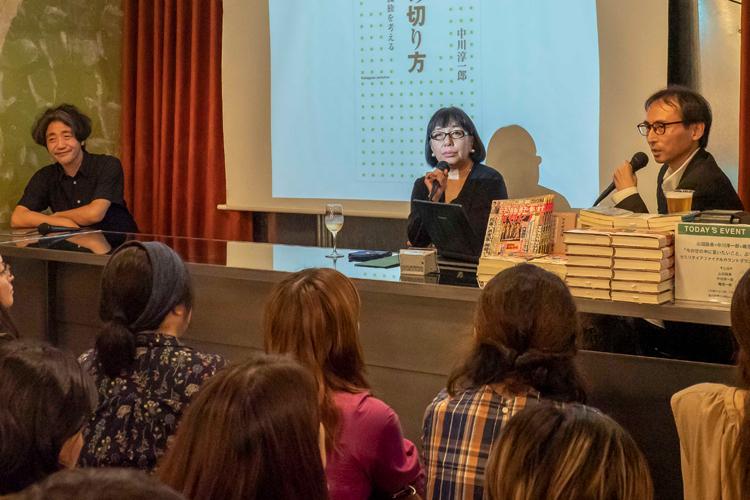 「今の世の中に言いたいこと、ぶちまけます」と題するイベントを行った嶋浩一郎さん、山田詠美さん、中川淳一郎さん(左から)