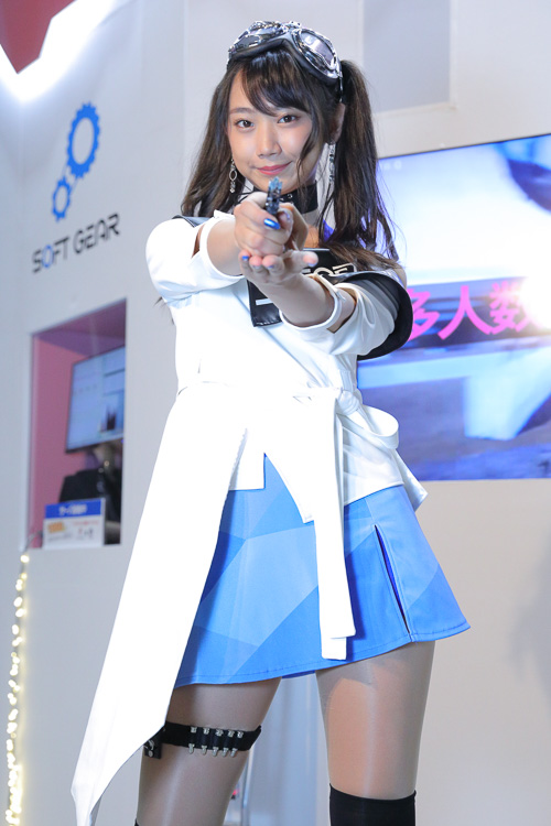 「東京モーターショウ2019」の会場で見つけた美女コンパニオン