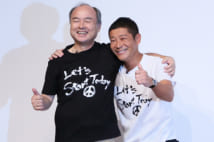 電撃買収劇にビックリ(時事通信フォト)