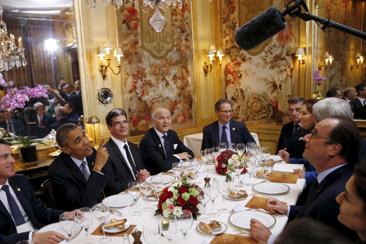 2015年の米仏首脳会談でオバマ大統領とオランド大統領が「ランブロワジー」で夕食(写真/ロイター/アフロ)