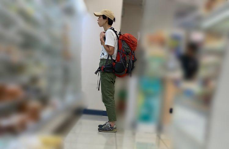 赤い大きなリュックを背負ってひたすら歩いていたという牧野ステテコ