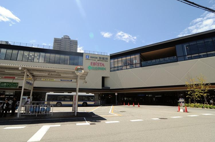 立体交差化が完了した西宮駅には、阪神百貨店を核とするショッピングモールがオープンした