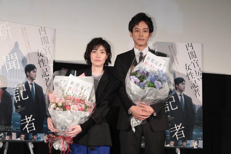 映画『新聞記者』の大ヒット御礼舞台挨拶に登場したシム・ウンギョンと松坂桃李