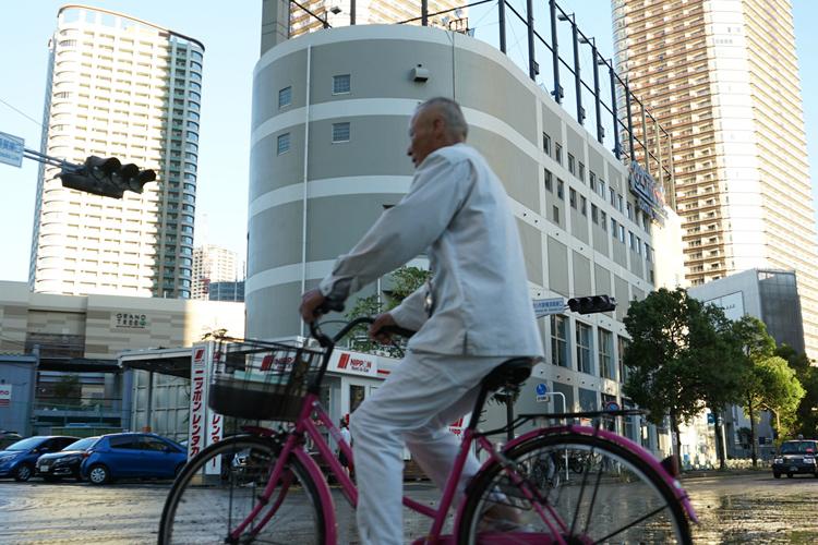 タワマンが建ち並ぶJR武蔵小杉駅前も冠水(時事通信フォト)