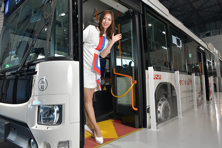 「東京モーターショー2019」で見つけた美女コンパニオン