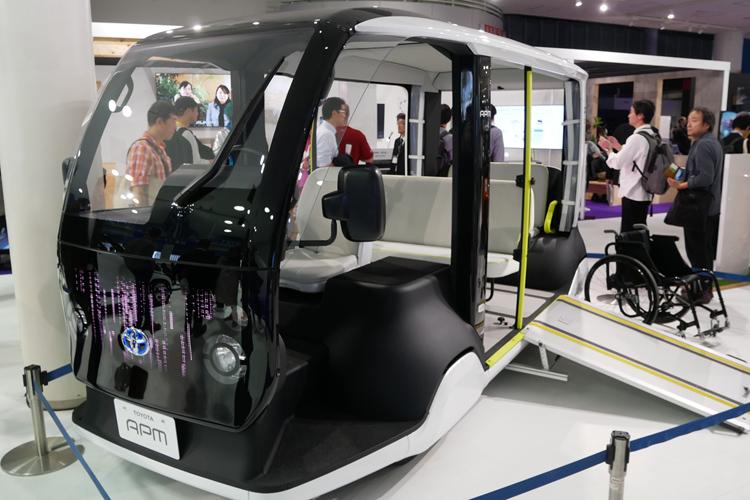 東京五輪で使われる予定の3列シートEVの「APM」(トヨタ)