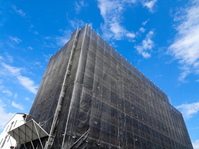 1戸あたり80万~100万円かかるとされるマンションの大規模修繕工事