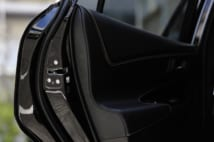 「超高級車の個人タクシー」はどうやって採算を合わせているのか