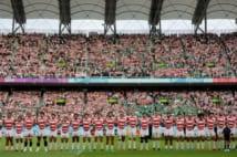 日本チームの勝利にスタジアム中が熱狂する影で…(時事通信フォト)