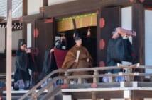 5月8日、宮中三殿で、「即位礼正殿の儀」と「大嘗祭」の日程を奉告する「期日奉告の儀」に臨まれた天皇陛下
