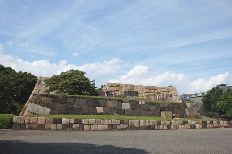皇居に江戸時代から残る天守台