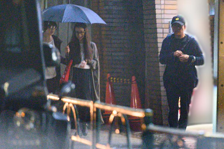 雨の中歩く、水谷一家
