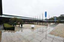 即位礼正殿の儀の準備が進む皇居・宮殿の中庭(雑誌協会代表撮影)