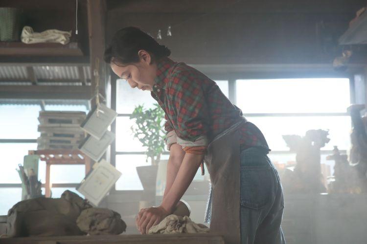 増量して臨んだという戸田恵梨香が陶芸に挑む