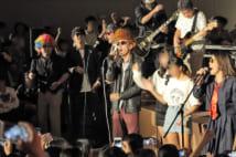 10月最後の土曜日に行われる文化祭『さくらフェスティバル』。エンディングでは、教員がツッパリに扮して嶋大輔の『男の勲章』を熱唱。生徒はダンスで加勢し、体育館中が熱狂に包まれた
