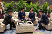 ASEAN首脳会議・関連会合 日韓首脳会談((写真/South Korea Presidential Blue House/AP/AFLO)