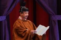 「即位礼正殿の儀」でおことばを述べられる陛下(AFP=時事)