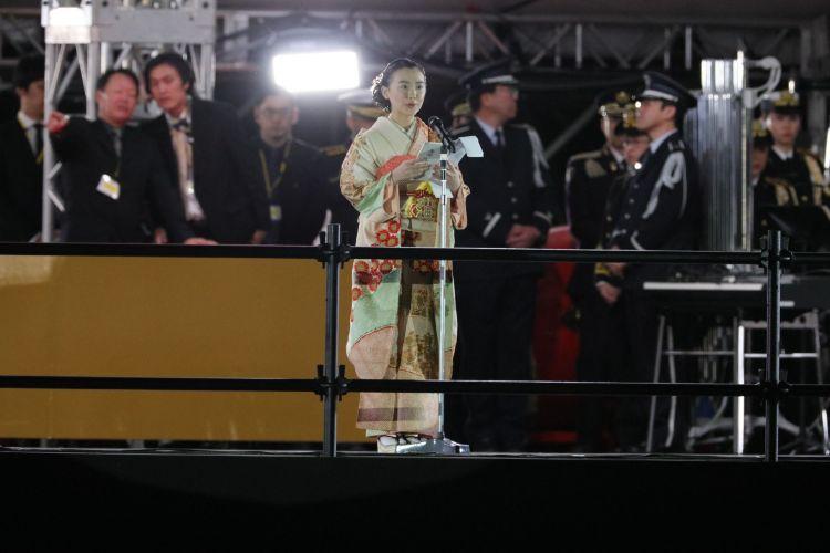 艶やかな着物姿で「御祝いの言葉」を述べる芦田愛菜