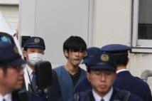 斎藤容疑者を送検 無精ひげ、やつれた表情 新潟・女性刺殺事件