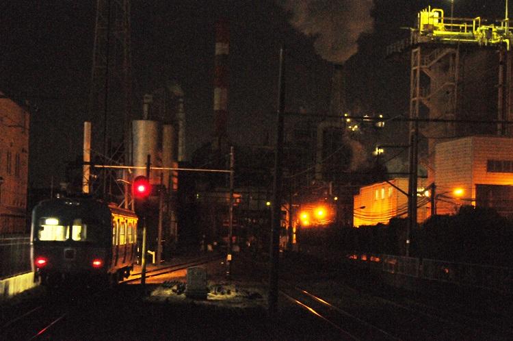 岳南電車が走る富士市の工場夜景は日本夜景遺産に認定されている